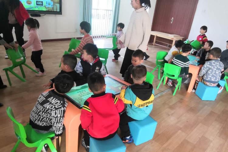 55寸幼儿园教学触摸一体机图2