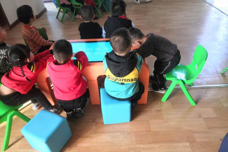 55寸幼儿园教学触摸一体机图3