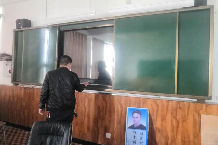 推拉式黑板教学一体机图2