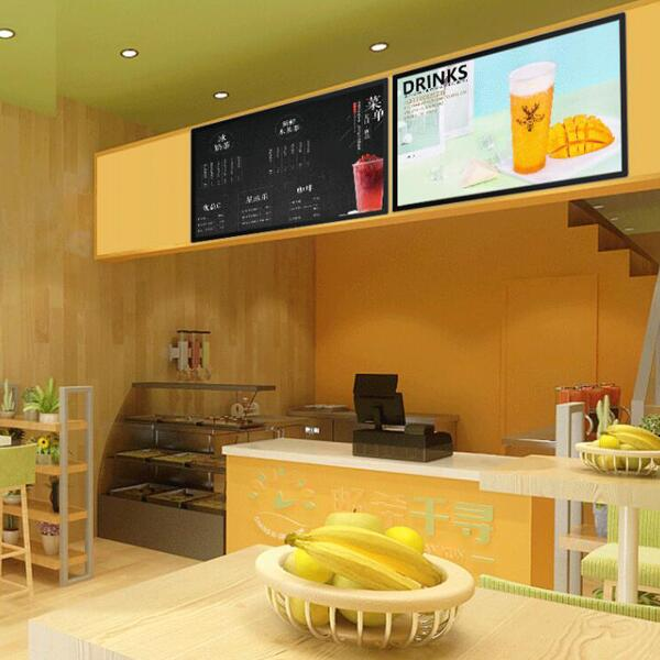 奶茶店里的壁挂式液晶广告机