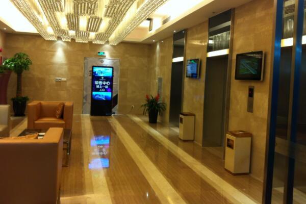 电梯液晶广告机