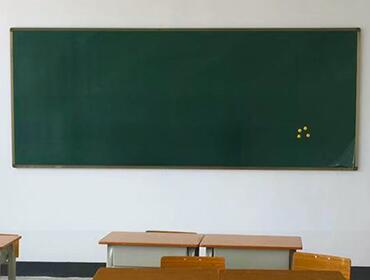 传统黑板、电子白板和教学一体机三种教学方式的特点